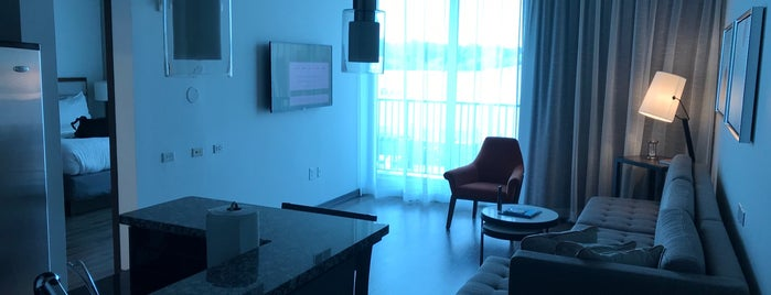 Twelve Hotels & Residences is one of Tempat yang Disukai Suz.