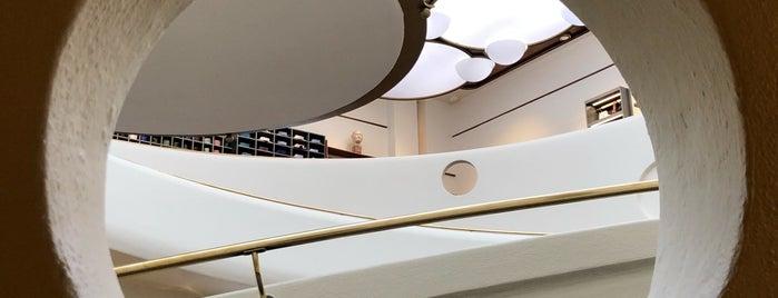 Isaia Napoli is one of Frank Lloyd Wright.
