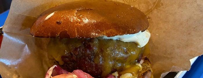 Social Burgerjoint is one of Decent burger Hki.