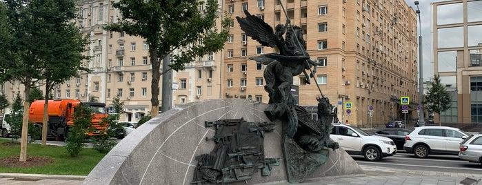 Памятник М. Т. Калашникову is one of Tempat yang Disukai Jano.
