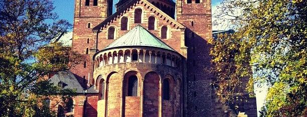 Dom St. Maria und St. Stephan is one of Posti che sono piaciuti a Dirk.