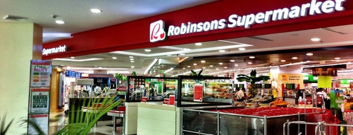 Robinsons Supermarket is one of Jon🌴🌊🏄🌅さんのお気に入りスポット.