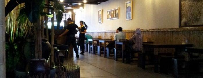 Ayam Penyet Lamongan is one of Locais curtidos por Yatie.