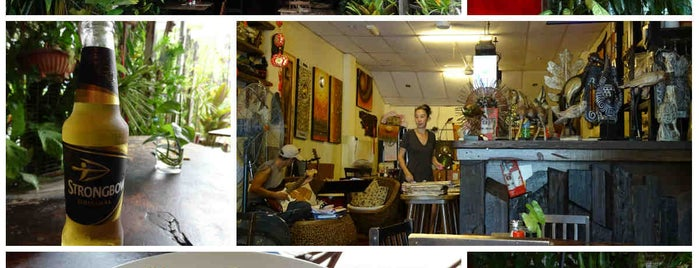 Living Room Bistro & Cafe is one of When in Penang.
