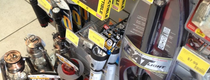 Batteries Plus Bulbs is one of Lugares favoritos de Susan.