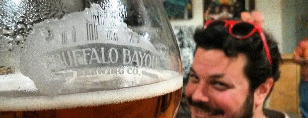 Buffalo Bayou Brewing Co. is one of Locais curtidos por Andrew.