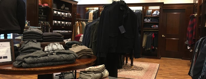 Brooks Brothers is one of Lieux qui ont plu à Chris.