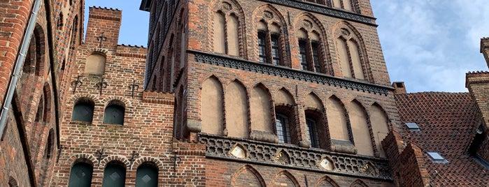 Burgtor Lübeck is one of Orte, die Betul gefallen.