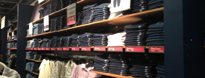 Levi's Outlet is one of Tempat yang Disukai Marcello Pereira.