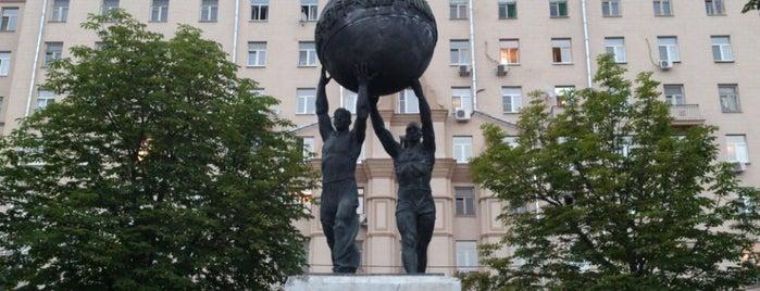 Скульптурная композиция «Миру — мир!» is one of Locais salvos de Ksu.