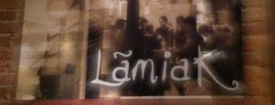 Lamiak is one of De cena.