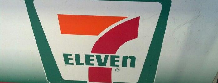 7-Eleven is one of Posti che sono piaciuti a Sasha.