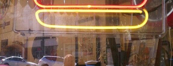 Hap's Grill is one of Orte, die Ale gefallen.