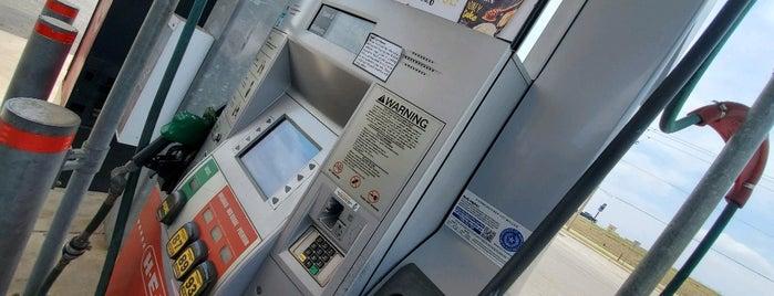 HEB Fuel is one of Lugares favoritos de Giovo.