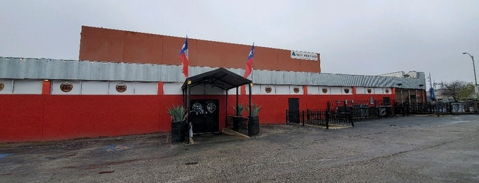 Augie's Alamo City BBQ Steakhouse is one of Dana'nın Beğendiği Mekanlar.