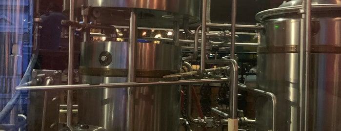 Over The Moon Brew Company is one of Srinivas : понравившиеся места.