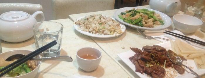 Fu Kang GC Chinese Restaurant is one of Orte, die Lauren gefallen.