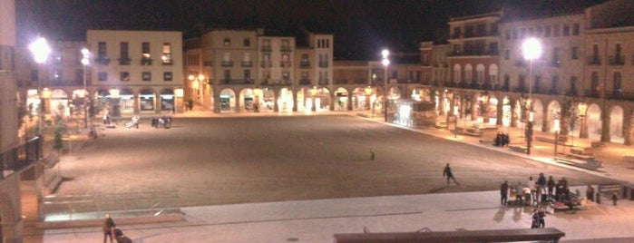 Plaça de Fra Bernadí is one of Museus, fires, mercats i galeries.