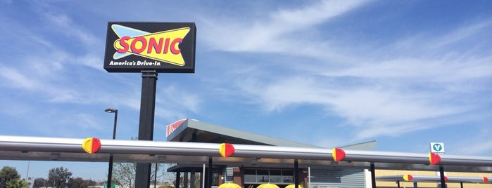 SONIC Drive-In is one of Posti salvati di Veronica.