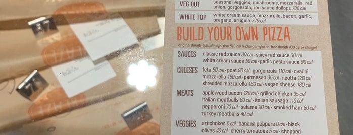 Blaze Pizza is one of Lieux qui ont plu à Angela.