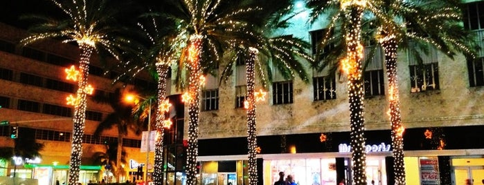 Lincoln Road Mall is one of Miami places to try-food, shopping & more!.