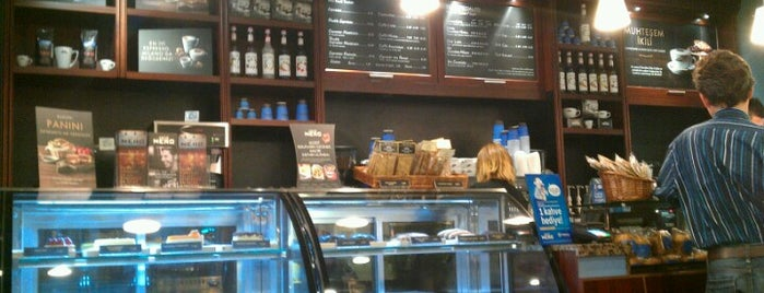 Caffè Nero is one of Pınar 님이 좋아한 장소.