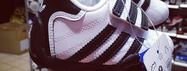 Дисконт-центр Adidas is one of Janoさんのお気に入りスポット.
