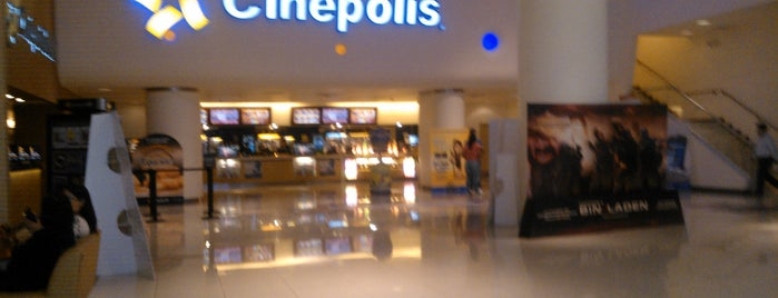 Cinépolis is one of Lugares favoritos de Sandra.