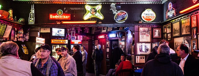 Richard's Bar is one of Bon Appétit City Guide to Chicago.