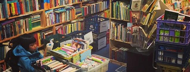Wallace Books is one of Lugares favoritos de Susan.