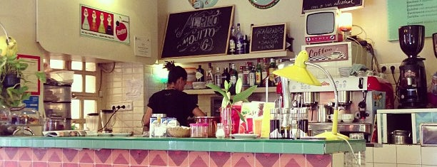 Lolina Vintage Café is one of Food & Fun - Madrid.