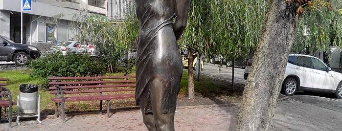 Пам'ятник Зої Космодем'янській is one of Kiev.