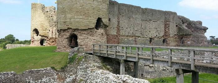 Castillo de Rhuddlan is one of Lugares favoritos de Carl.