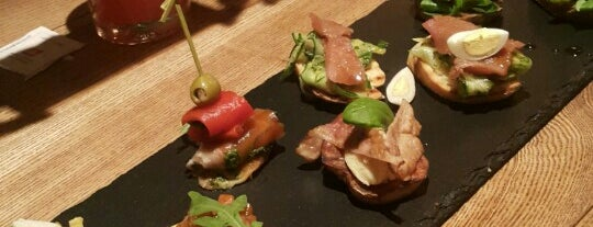 Bottega - Tapas and More is one of Tempat yang Disukai Evgeniy.