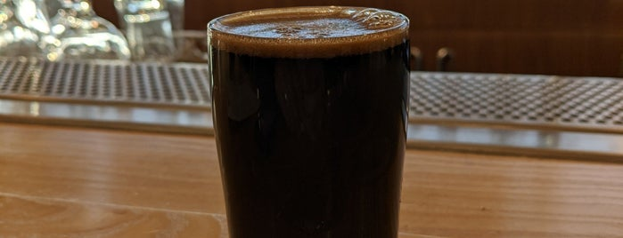Butterfield Taproom is one of Lugares favoritos de Ross.