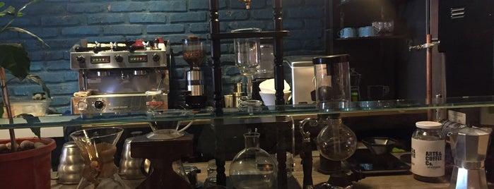 Arts & Coffee Co. is one of Itzel'in Beğendiği Mekanlar.