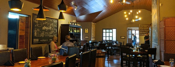 RetroGusto Restaurant & Bar is one of Pizzerias Italiana comida.