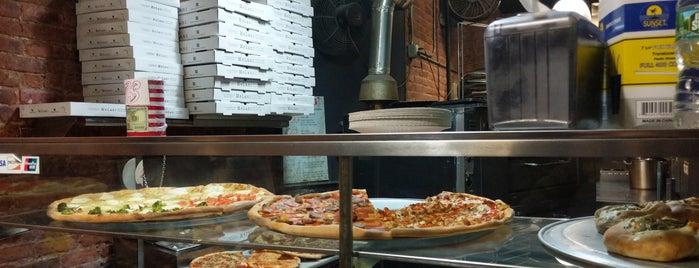 melani pizza is one of Tempat yang Disimpan Wade.