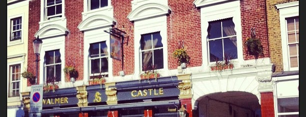 The Walmer Castle is one of London must eat and drink.