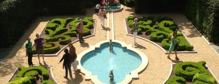 Hillwood Estate, Museum & Gardens is one of Priority date places.