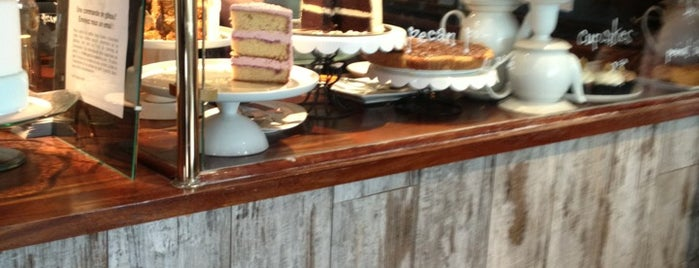 Sugarplum Cake Shop is one of Paris Food & Coffee.