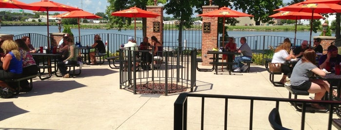 Fox Harbor Pub & Grill is one of Patio Pounders.