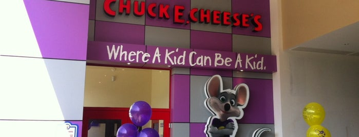 Chuck E. Cheese Patio Santa Fe is one of mis favoritos.