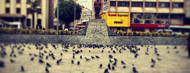 Bornova Cumhuriyet Meydanı is one of ahmetさんのお気に入りスポット.