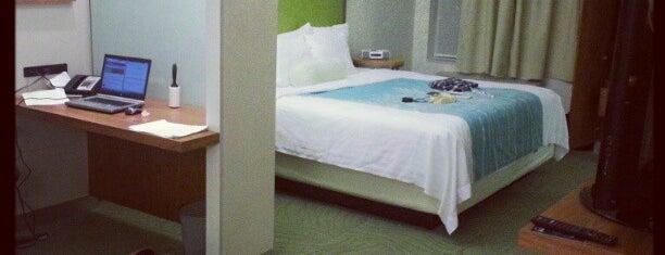 SpringHill Suites Houston Intercontinental Airport is one of Orte, die Naked gefallen.