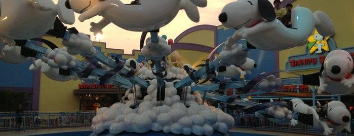 Flying Snoopy is one of Universal Studios Japan.