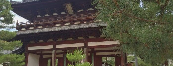 萬福寺 三門 is one of Saejimaさんのお気に入りスポット.