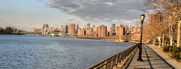 East River Running Path is one of Tempat yang Disukai R.