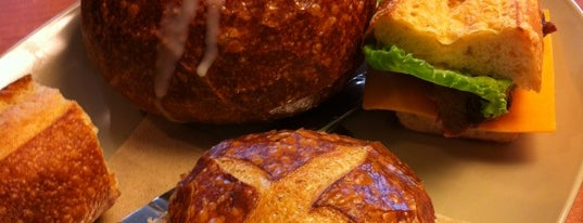 Panera Bread is one of Ashleyさんのお気に入りスポット.