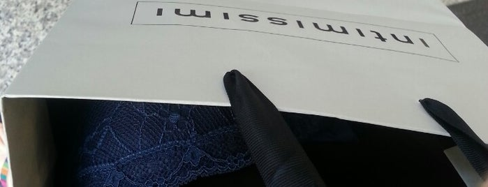 Intimissimi is one of Icoさんのお気に入りスポット.